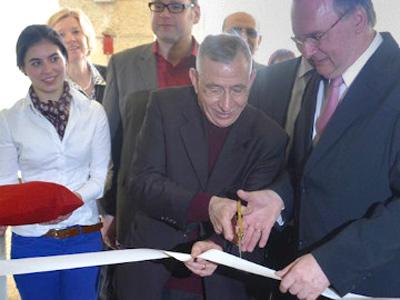 Bischof Younan und Ministerpräsident Haseloff (r.) bei der feierlichen Wiedereröffnung des Gästehauses. (Foto: Lea Gless)