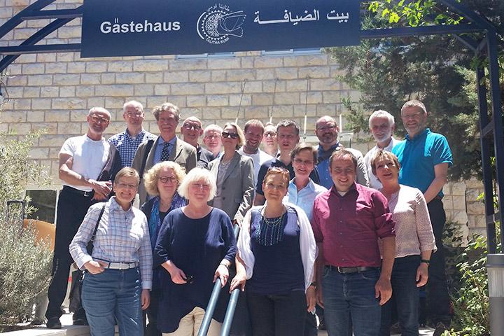Kirchenleitung der EKBO besucht Talitha