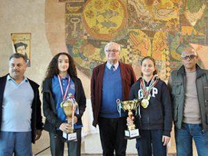 Schulleiter Herr Lindemann ehrte die Schwimmerinnen