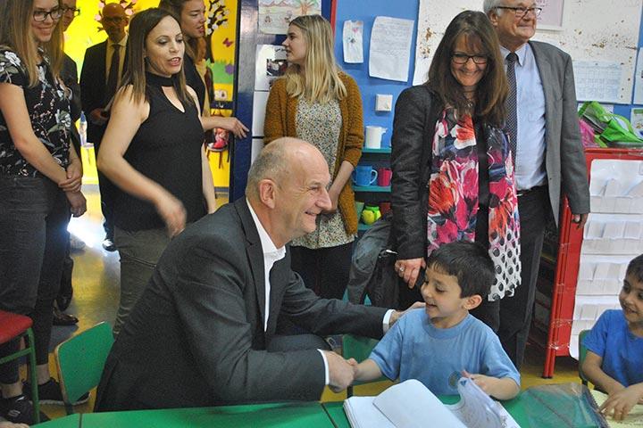 In der Kita - Ministerpräsident Woidke in der Schule Talitha Kumi (Palästina)