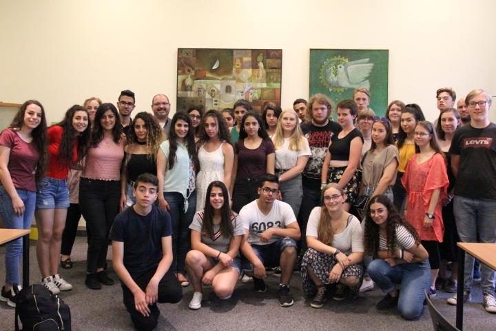 Schülerinnen und Schüler aus Talitha Kumi und Finkenwerder im Berliner Missionswerk