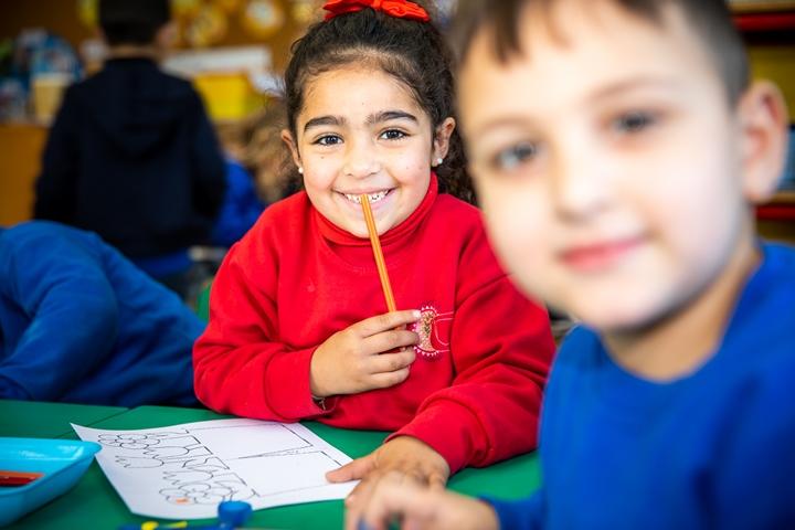 Mädchen und Junge im Kindergarten